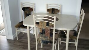 kitchen table,4 chairs
