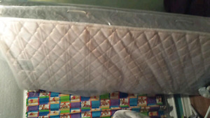 Single sealy posturepedic mattress and box spring
