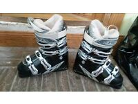 *** HEAD LADIES SKI BOOTS, USED ONCE, SIZE 5.5 ***