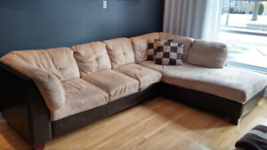 Sofa sectionnel en L  Cell: 438-777-8767