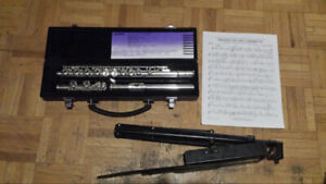 Yamaha 221 Flute with Stand