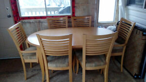 Six Chair Solid maple wood dinning table for sale