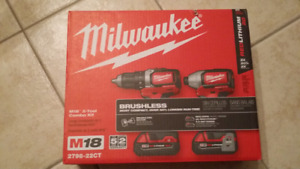 Milwaukee M18 drill and driver kit