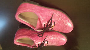 Pink golf shoes
