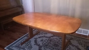 Beautiful Teak Dining Table Edmonton Edmonton Area image 1