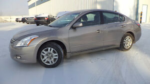 12 Altima - 4dr - auto - LOADED - NEWER TIRES - ONLY 90,000KMS