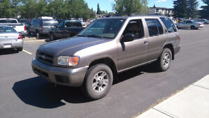 2001 pathfinder low km navigation, remote start, backup camera