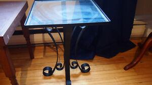 belle petite table en verre et fer forgé