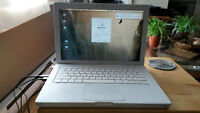 Macbook, 2.0 ghz Intel Core Duo 2, 4GB Ram, 500GB HDD 7200rpm
