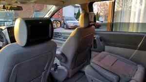 2010 Dodge Grand Caravan SXT Minivan, Van Windsor Region Ontario image 8