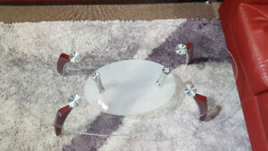 GLASS COFFEE TABLE FLOOR MODEL