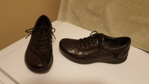 Women's Clarks Wave Walk Sneakers - Like New Condition