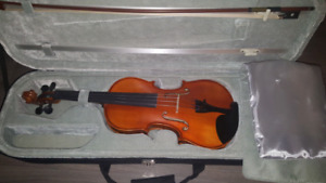 Full sized violin with case