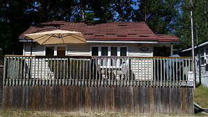 GRAND BEND COTTAGE RENTAL CLOSE TO BEACH, 3, 4, 7 nights,