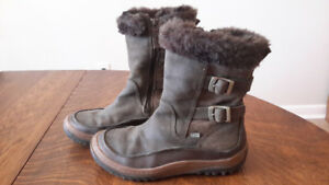 Woman's Merrell winter boots size 9