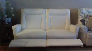 El ran leather couch
