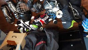 Ensemble de hockey complet avec patin et sac ..
