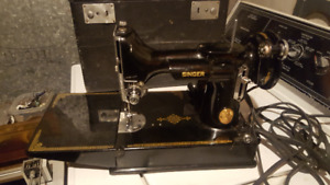 A VERY NICE SINGER FEATHERWEIGHT SEWING MACHINE