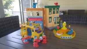"""Jouets """"Sesame street"""" - Maison, autobus, jeu de bain"""