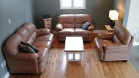Beautiful leather living room set (3 pieces)