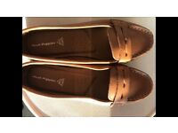 New hush puppies shoes size 6