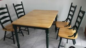 Expandable Dining room set with 4 chairs