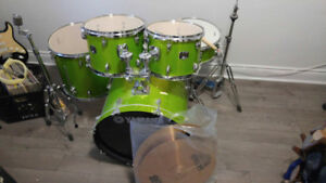 5 pc Yamaha Green Drumset with Cymbals & Bench