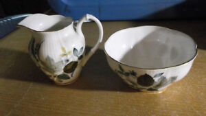 vintage pot a creme et sucrier royal albert