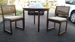 """40"""" Round table + 2 chairs set London Ontario image 6"""