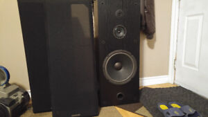 A pair of Kenwood speakers JL676 in excellent working condition!