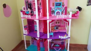Grande maison de Barbie modèle avec ascenseur
