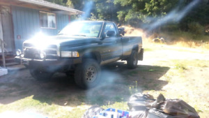 '96 Dodge Ram 2500 4×4 w/ Working Winch.