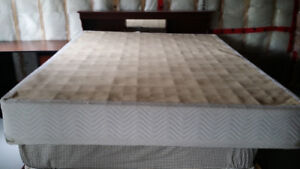 King Sized box spring base. Great Condition. 50$