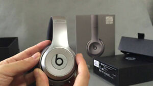 Grey Beats Solo 2 Wireless - barely used - everything Included