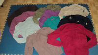 10 TOPS+4 COATS, MED/LARGE, 20$ THE LOT