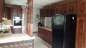 South End 3 Bedroom Flat-1.5 Full Baths-Parking Avail Sept 1