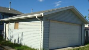 Double detached garage for rent in Applewood SE