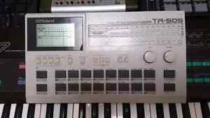 Drum machine roland tr-505