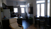 Saint-Henri: Room overlooking nice park for mid-Aug. or Sept