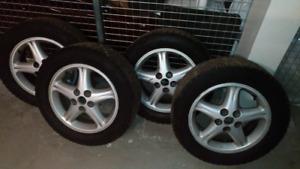 4x 205/65 R16 pneus d'hiver Gislave installer sur mags aluminum