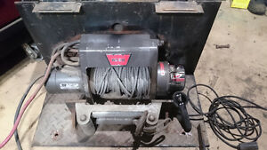 8000 Lb Warn Winch with Security Lock Up Cover