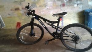 Vélo montagne VTT CCM pour garçon roues 26 pouces