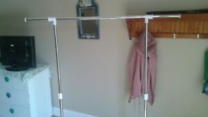 CLOTHES RACK  2MONTHS OLD