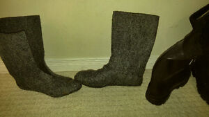 good condition, warm steel toed winter work boots (size 11) London Ontario image 2