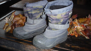 Boys Size 1 Columbia winter boots