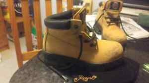 Work Boots size 6 men perfect for ladys working in factory