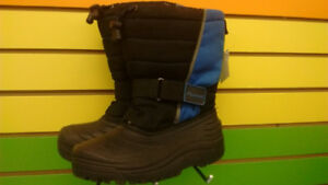 (308A) Boy's winter boots Size 3 YOUTH