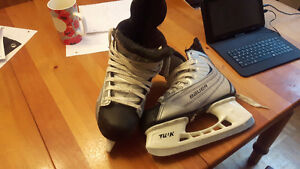 Size 6 Boys Bauer Skates. Mint Condition