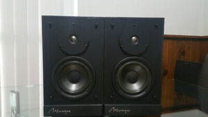 Mirage M190 Speakers in very good physical and working condition