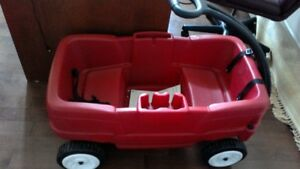 Step 2 wagon with seat belts - red